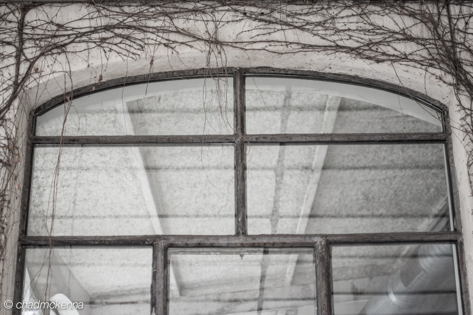 Neat glass window