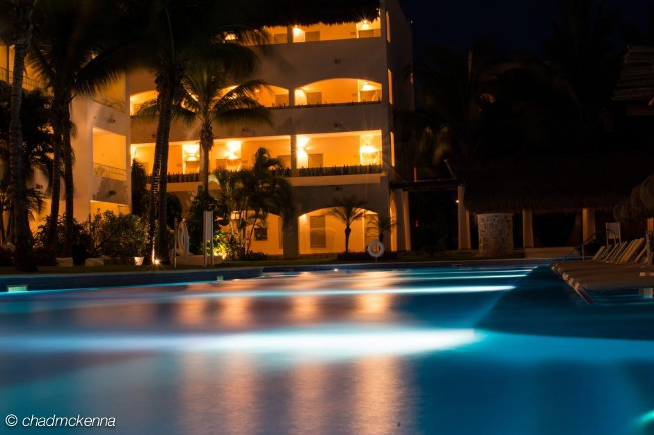 Ze pool at night